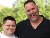 John ima Downov sindrom, a s tatom vodi jako uspješan biznis