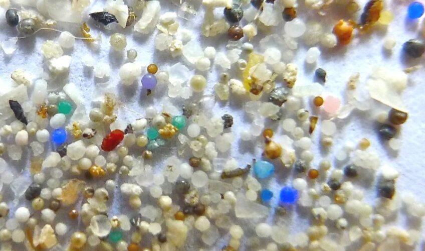 Znanstvenici otkrili koliko plastike – udahnemo iz zraka!