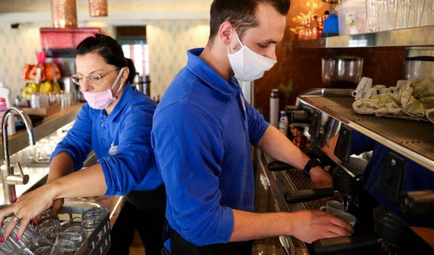 Od sutra u potpunosti otvaraju kafiće, evo kako se ponašati u njima i koja sve pravila vrijede
